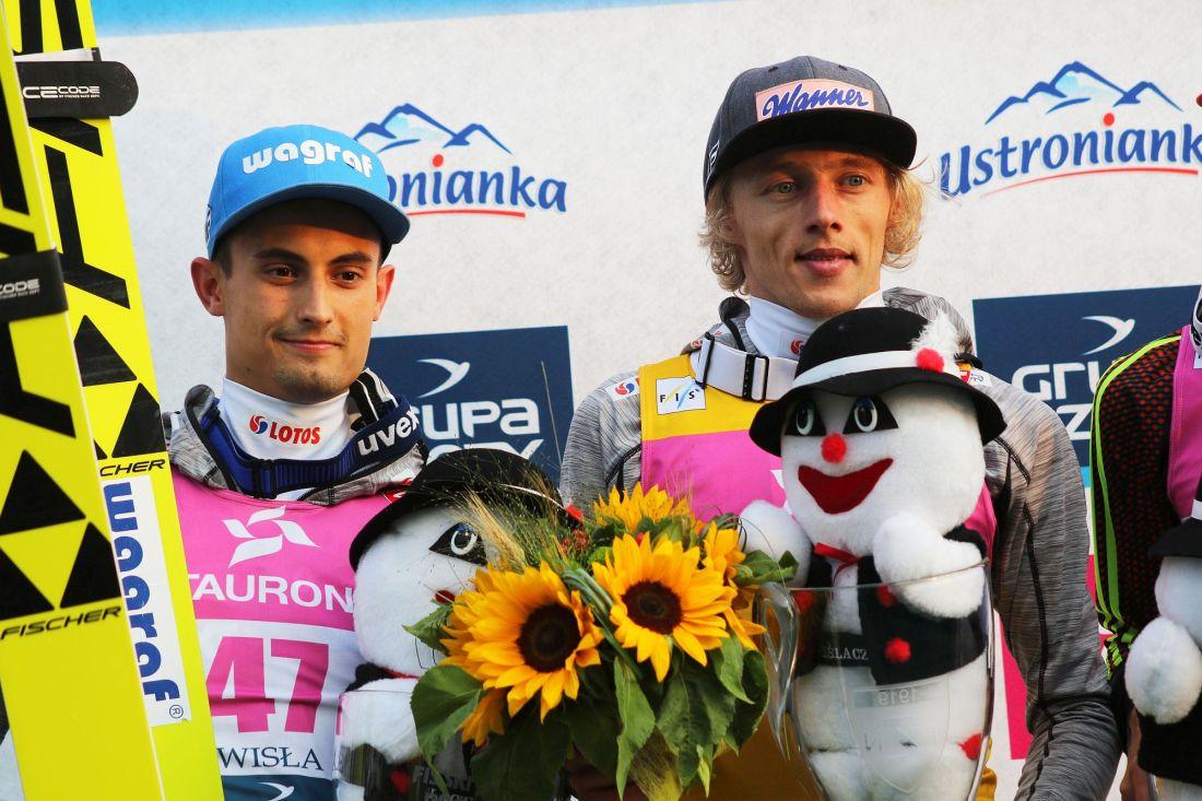 Maciej Kot i Dawid Kubacki na podium (fot. Julia Piątkowska)