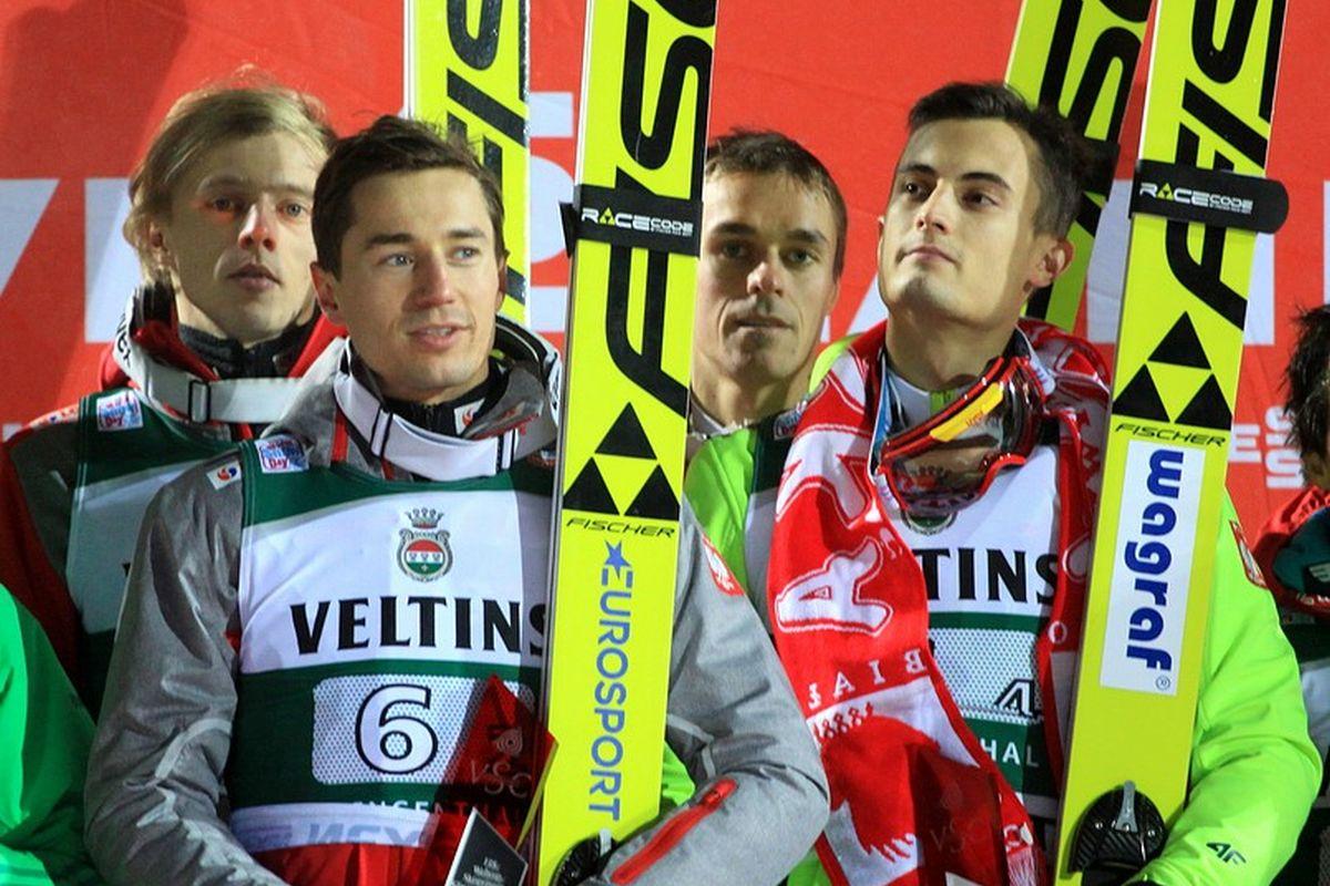 Polscy skoczkowie na podium w Klingenthal (fot. Alicja Kosman / PZN)