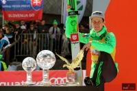 Peter Prevc z trofeami za sezon 2015/2016, fot. Julia Piątkowska