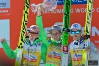 Podium klasyfikacji generalnej PŚ 2015/2016 (od lewej: S.Freund, P.Prevc, K.Gangnes), fot. Bartosz Leja