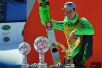 Peter Prevc ze swoimi trofeami, fot. Bartosz Leja