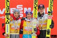 Podium klasyfikacji generalnej PŚ (od lewej: K.Stoch, S.Kraft, D.A.Tande), fot. Julia Piątkowska