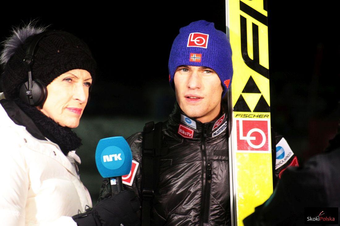 Daniel Andre Tande w rozmowie z dziennikarką norweskiej telewizji (fot. Frederik Clasen)