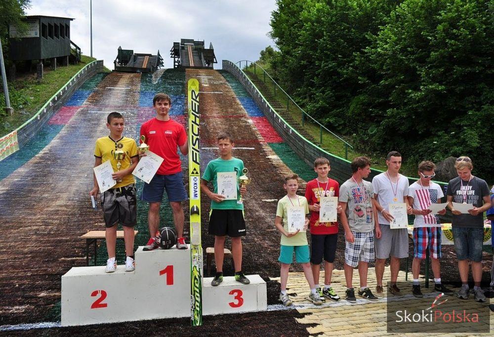 Paweł Stwora na najwyższym stopniu podium w Gilowicach, fot. Katarzyna Służewska