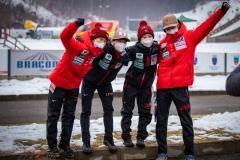 Japońska drużyna, od lewej: Takanashi, Sato, Maruyama, Kobayashi (fot. Daniel Maximilian Milata / Maxim's Sports)
