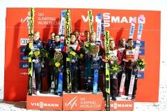 Podium konkursu, od lewej: Norwegowie, Austriacy, Polacy (fot. Julia Piątkowska)