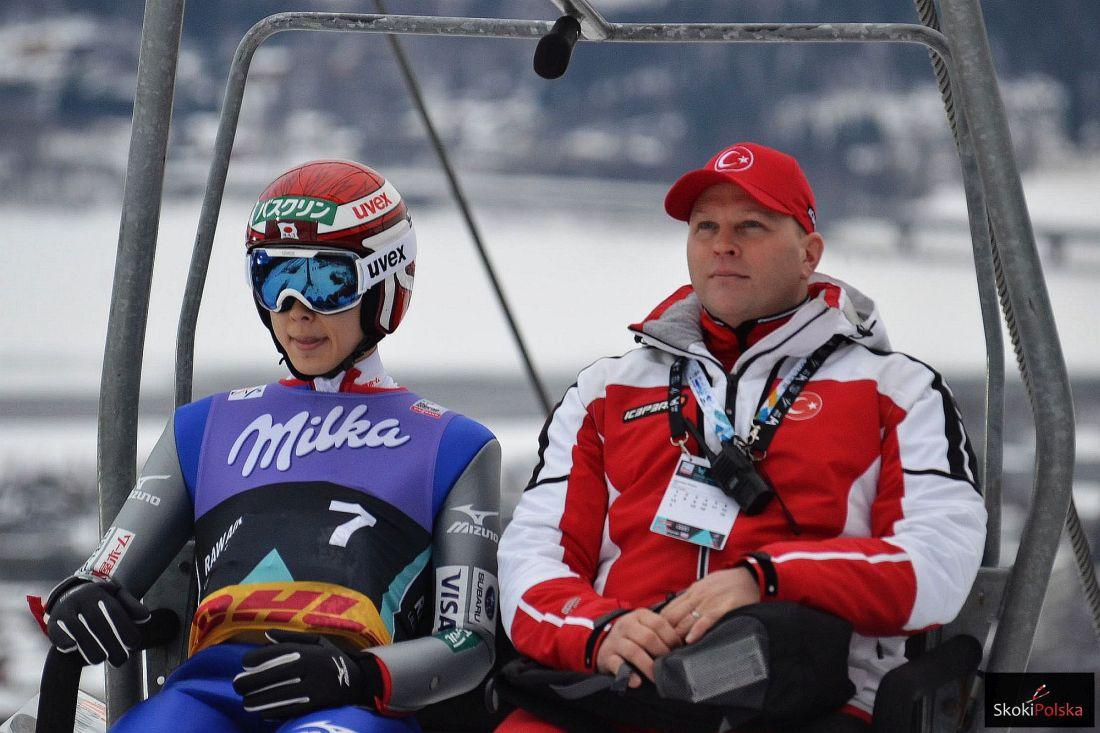Ryoyu Kobayashi i trener Pekka Niemelae (fot. Maria Grzywa)