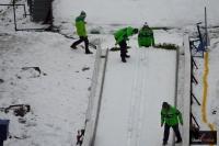 Trenerzy kontrolują rozbieg na Wielkiej Krokwi, fot. Bartosz Leja