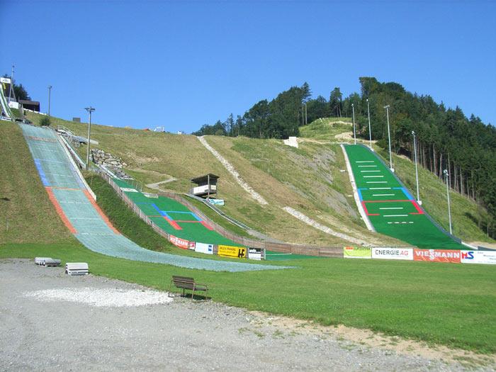 Hinzenbach Aigner Schenze fot.skisprungschanzen - PRZED NAMI LGP w HINZENBACH (LISTA STARTOWA KWALIFIKACJI)