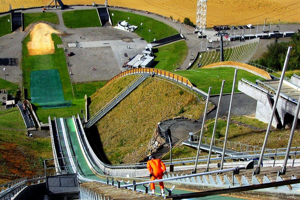 Lillehammer Lysgardsbakken fot.Aconcagua - WEEKENDOWE ZAWODY w NORWEGII i CZECHACH (PROGRAM)
