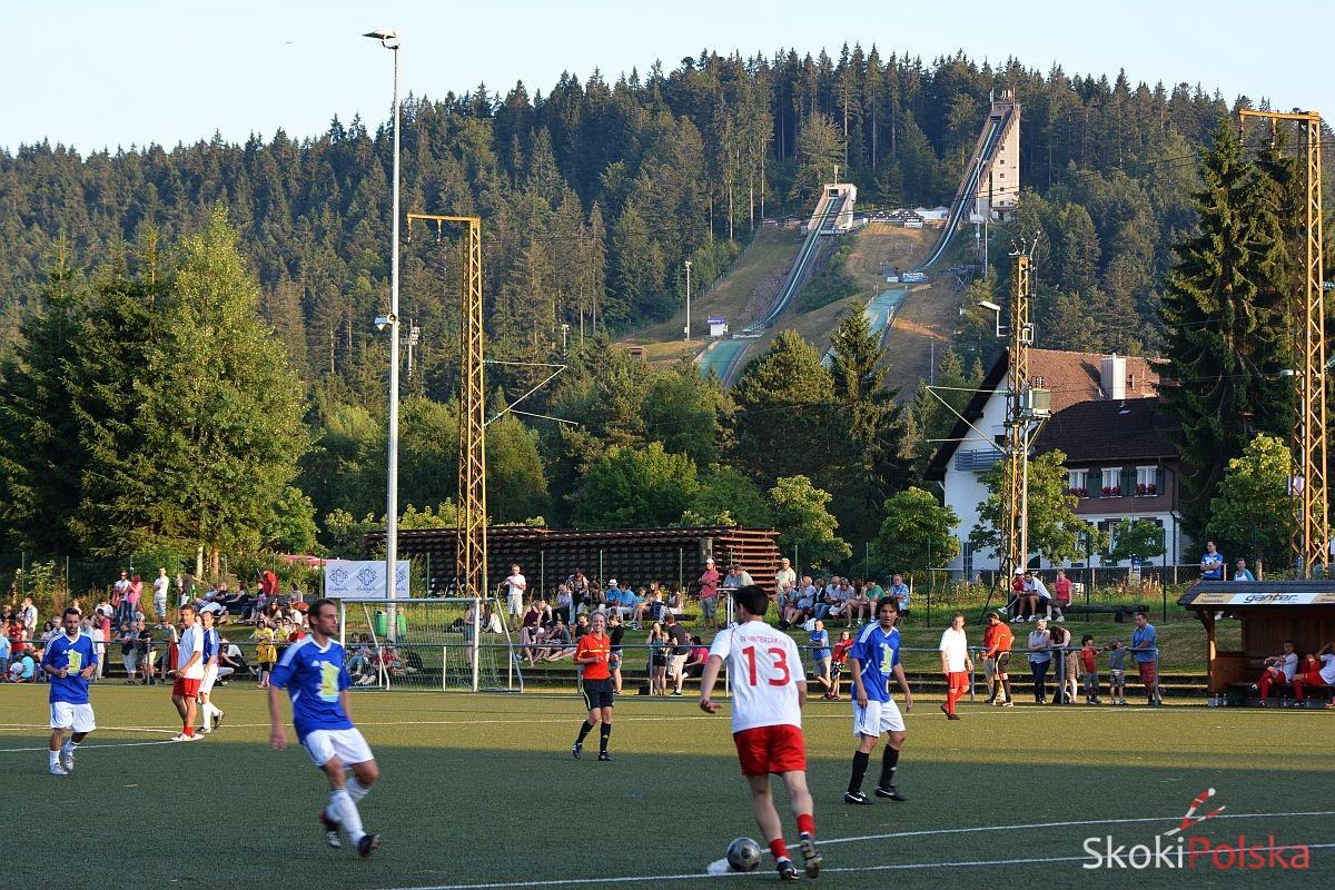 Skocznie w Hinterzarten widziane z boiska miejscowego klubu piłkarskiego SV Hinterzarten, fot. Stefan Piwowar