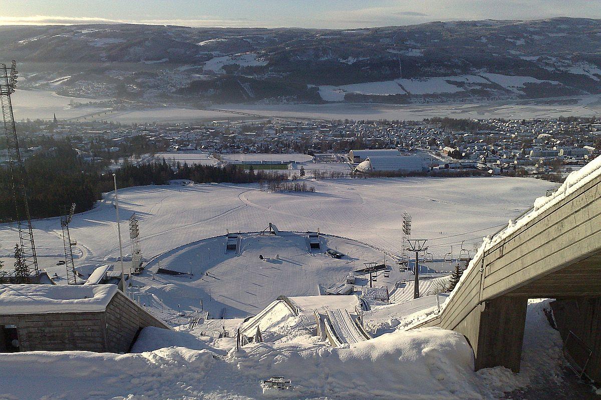 Lillehammer Lysgaardsbakken fot.Ivar Abrahamsen - PŚ: DZIŚ INDYWIDUALNE KONKURSY PAŃ i PANÓW w LILLEHAMMER (LISTY STARTOWE)