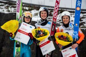 Joanna Szwab (z lewej) na drugim stopniu podium w Falun, obok Niny Lussi i Wendy Vuik (fot. Falun 2015)