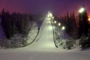 Skocznia w Vuokatti w zimowej odsłonie (fot. skisprungschanzen.com)