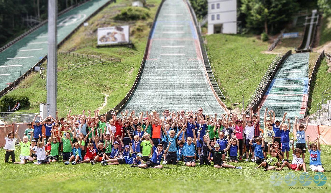 Bischofshofen 4.Hills .Tournament.Kids .2014 fot.gzfoto.com  - TURNIEJ CZTERECH SKOCZNI DLA DZIECI - ZAKOŃCZYŁA SIĘ AUSTRIACKA CZĘŚĆ ZMAGAŃ
