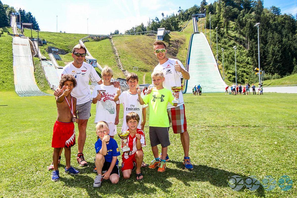 Hinzenbach 4.Hills .Tournament.Kids .2014 fot.gzfoto.com  - TURNIEJ CZTERECH SKOCZNI DLA DZIECI - ZAKOŃCZYŁA SIĘ AUSTRIACKA CZĘŚĆ ZMAGAŃ