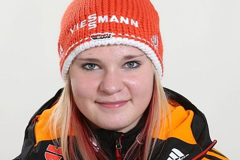 Hessler Pauline DSV fis ski2 - PAULINE HESSLER POWRÓCIŁA NA SKOCZNIĘ