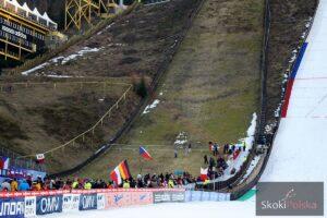Czescy skoczkowie wzięli udział w ekstremalnym biegu Red Bull 400 w Harrachovie