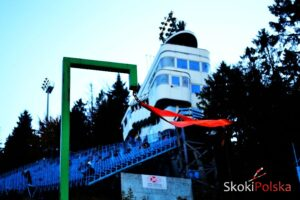 TCS Oberstdorf: Wiatr uniemożliwił skakanie, konkurs przełożony na poniedziałek
