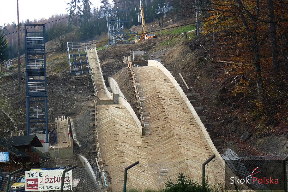 Wisla Centrum listopad.2014 budowa fot.Bartosz.Leja  - Budowa skoczni narciarskich w Wiśle-Centrum bliska ukończenia