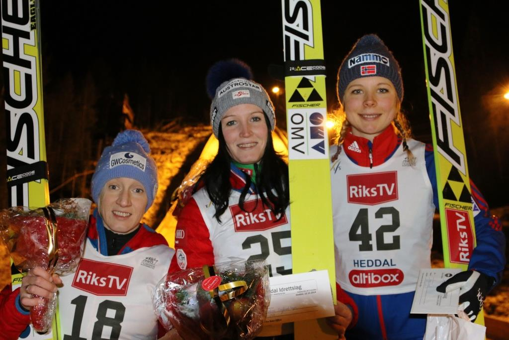 Podium konkursu (od lewej: D.Iraschko-Stolz, J.Seifriedsberger, M.Lundby), fot. hoppski.no / Notodden
