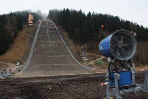 Kulm Skiflugschanze fot.Skiflug.Weltcup.Kulm skifliegen.at  300x200 - Kulm czeka na mistrzostwa, 80 000 kibiców odwiedzi Bad Mitterndorf?