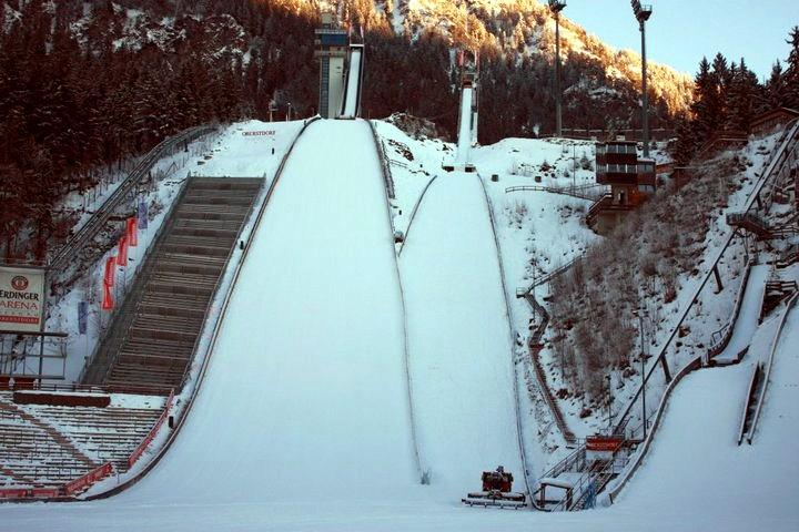 TCS Oberstdorf: 71 zawodników na starcie kwalifikacji, zaczynamy walkę o Złotego Orła! [LIVE]