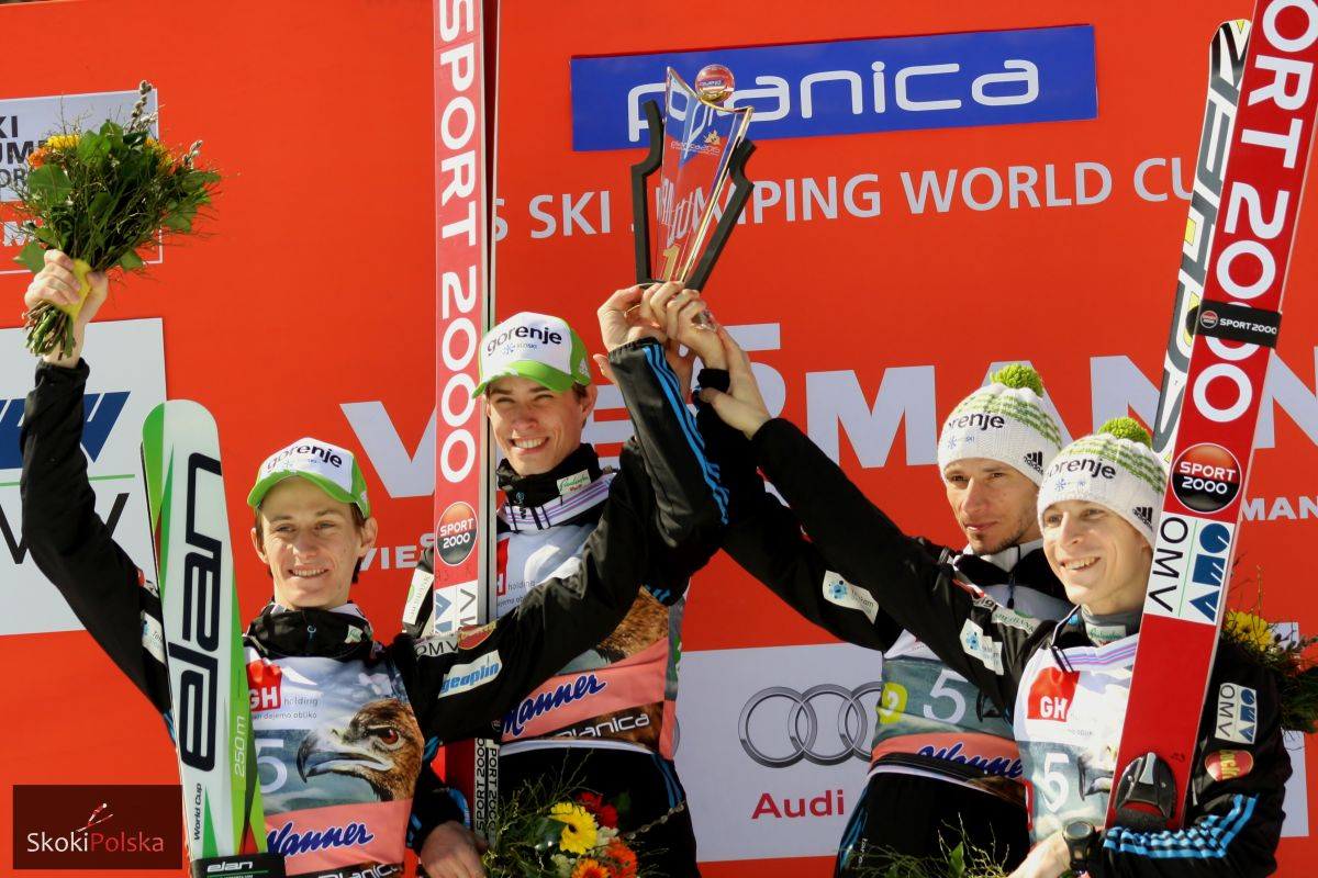 Triumfujący Słoweńcy (od lewej: P.Prevc, A.Semenic, R.Kranjec, J.Tepes), fot. Julia Piątkowska