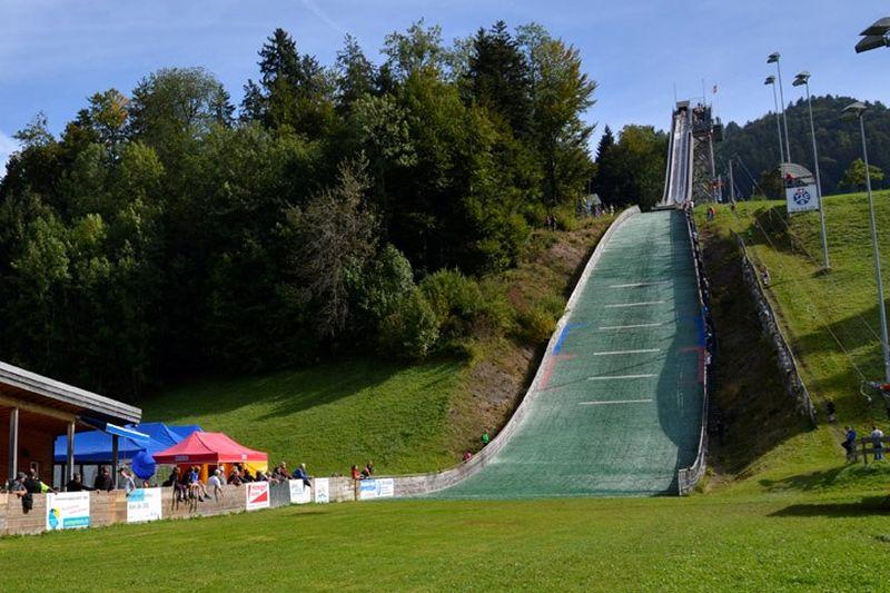 Gibswil Bachtelblick Schanze fot.GRSZO .sprungschanze.ch  - Młodzi następcy Ammanna rywalizowali w szwajcarskim Gibswil