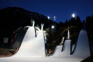 Lawina błotna zniszczyła trybuny skoczni w Oberstdorfie