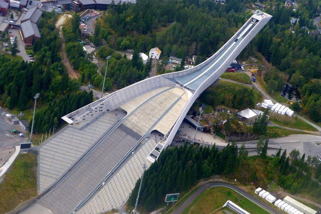 Będą biegać po… schodach Holmenkollbakken