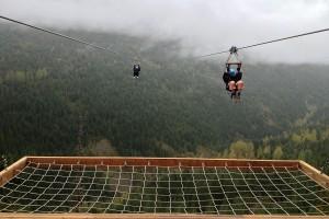 Zip-line (tzw. kolejka tyrolska) w Whistler w Kanadzie, fot. Ferdilouw