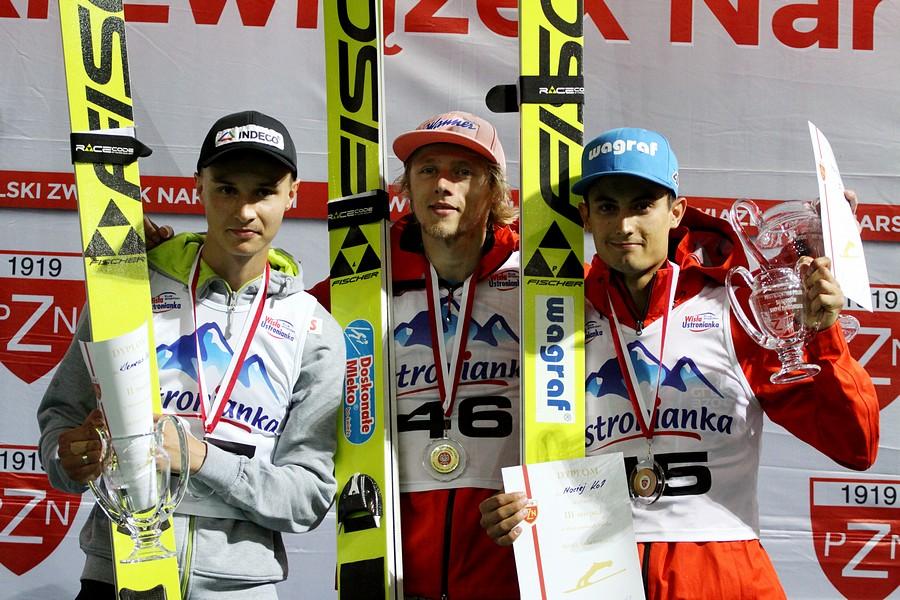 Podium konkursu (od lewej: K.Murańka, D.Kubacki, M.Kot), fot. Alicja Kosman / PZN