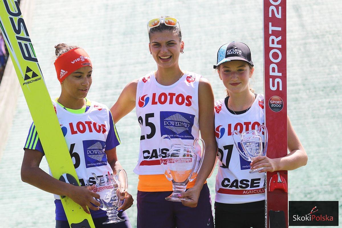 FIS.Cup .Ladies.Szczyrk.lato .2015.podium Lancho Haralambie Rajda fot.Julia .Piatkowska - FIS Cup Pań Szczyrk: Zwycięstwo Haralambie, Rajda na podium!