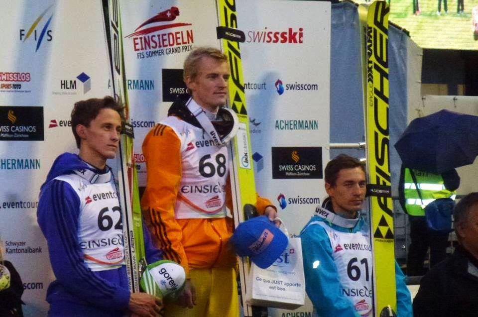 Podium konkursu w Einsiedeln (od lewej: P.Prevc, S.Freund, K.Stoch), fot. Tarja Worni