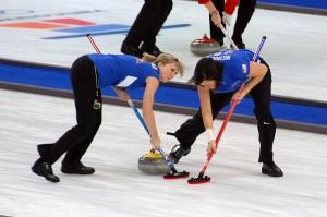 Curling CC fot.jon .oropeza 300x199 - Ranking sportów zimowych, czy skoki narciarskie są najtrudniejsze?