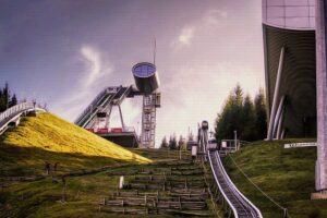 Wjazd na szczyt Vogtland Areny (fot. Kata Deak)