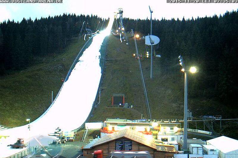 Tak skocznia w Klingenthal wyglądała o dzisiejszym poranku (fot. weltcup-klingenthal.de)