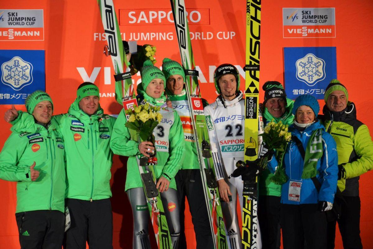 Słoweńcy na podium (Domen Prevc, Peter Prevc, Robert Kranjec), fot. Przemek Wardęga