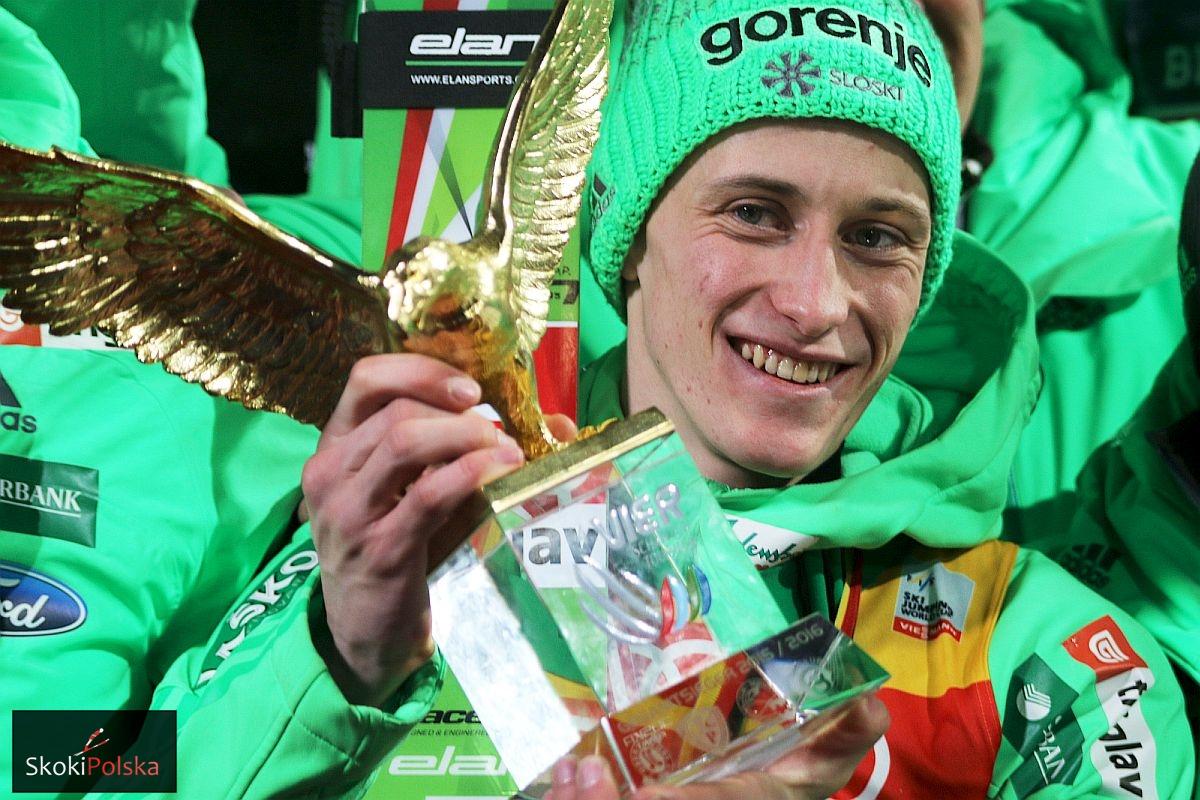 Peter Prevc ze Złotym Orłem za triumf w TCS (fot. Julia Piątkowska)