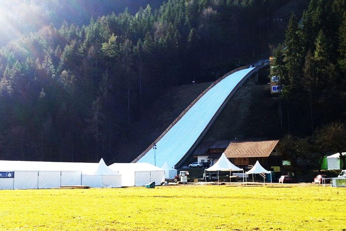 Ljubno Logarska.Dolina fot.www .facebook.com ljubno.skoki Ljubno.FIS .Ski .Jumping.World .Cup .Ladies - PŚ Pań Ljubno: Dziś drugi konkurs, czy Vtic ponownie pokona Takanashi? (LIVE)