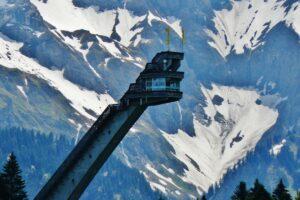 """Oberstdorf Heini Klopfer Skiflugschanze Qwesy CC BY 3.0 300x200 - Rusza przebudowa """"mamuta"""" w Oberstdorfie - będzie największy na świecie (WIZUALIZACJA)"""