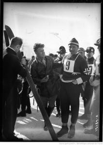 Jacob Tullin Thams (w plastronie) po zdobyciu olimpijskiego złota w Chamonix, fot. Agence de presse Meurisse
