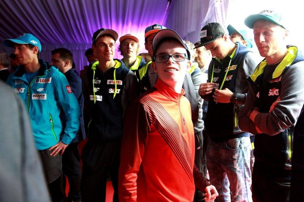 Polscy skoczkowie i TriVita wspierają Szymona Olka