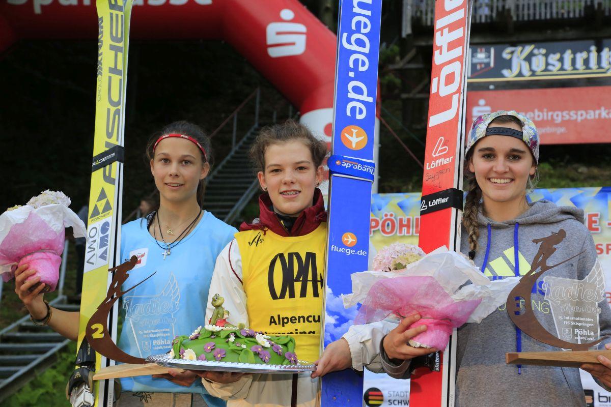 Alpen.Cup .Ladies.Poehla.2016 L.Eder V.Voros S.Freitag fot.skispringen poehla.de  - Alpen Cup: Virag Voros i Lisa Eder ze zwycięstwami w Pöhla
