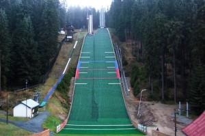 Klingenthal.Muehlleithen.Vogtlandschanzen fot.skisprungschanzen.com  300x199 - Alpen Cup: Niespodziewany triumf węgierskiej skoczkini w Klingenthal