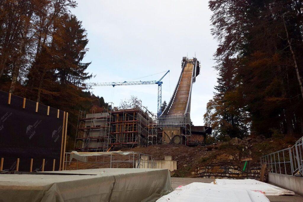 """Praca w Oberstdorfie wre, niemiecki """"mamut"""" nabiera kształtów"""