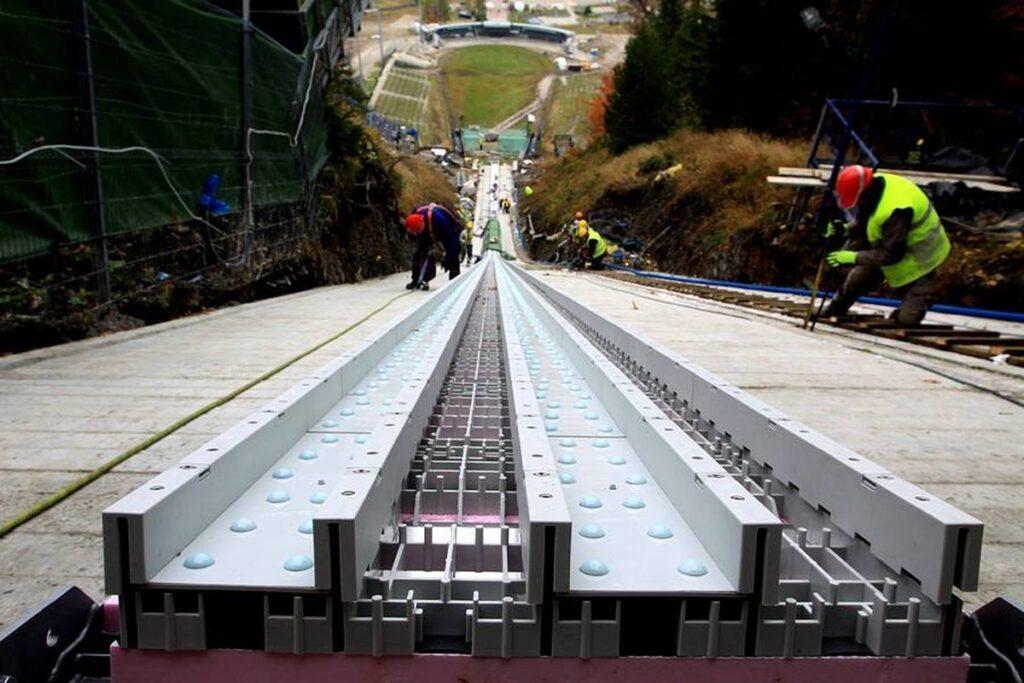 Trwają prace na Wielkiej Krokwi w Zakopanem, rozbieg ma nowe tory! (FOTO)