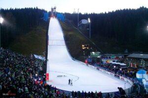 PK Klingenthal: 54 skoczków powalczy na Vogtland Arenie