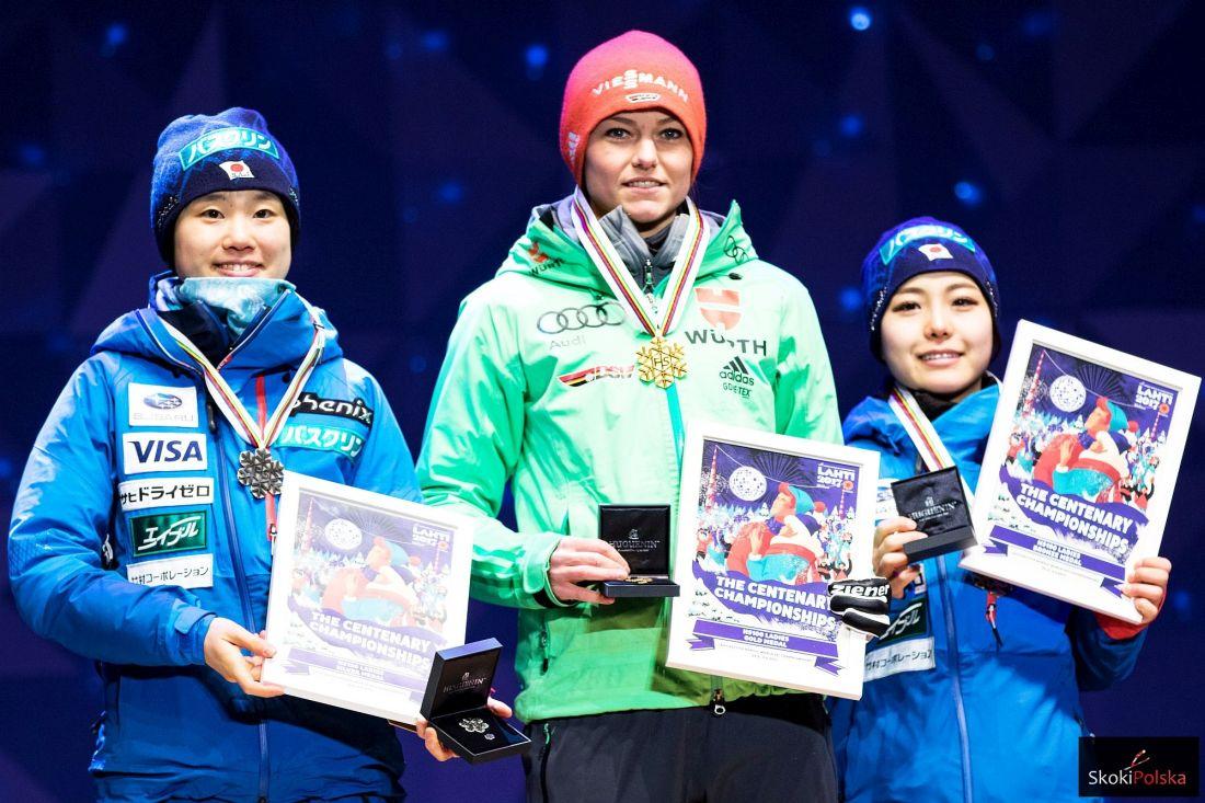 Yuki Ito, Carina Vogt, Sara Takanashi - medalistki podczas ceremonii w Lahti (fot. Flawia Krawczyk / Julia Piątkowska)